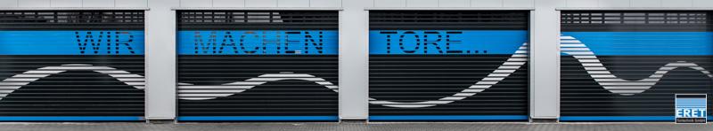 """Schnelllauftor ASE-S/120, Fenster als Schriftzug """"WIR MACHEN TORE"""", Fester oberhalb variierend, 2-Farben Pulverbeschichtet, Welle aus Alu-Profiliert."""